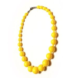 True Vintage lemon yellow Bakelite beaded necklace